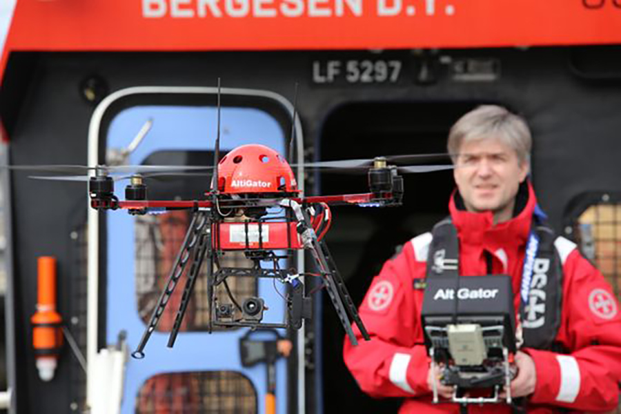 """NY TEKNOLOGI: Ny teknologi som droner i søk og redningsoperasjoner vil kunne føre redningstjenesten nærmere Redningsselskapets visjon """"ingen skal drukne"""". Foto: RS"""