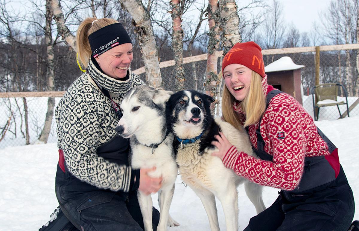 Mamma Kristin Thorsen og datteren Hanna med Gaisa til høyre.  Foto: Iver Waldahl Lillegjære