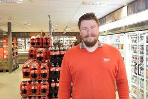 Butikksjef Jonathan Flatmo sier Coop Marked Brekken nå er kommunens mest moderne butikk. Foto: Tore Østby