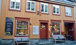Bussfølget med smittedepassasjerer var innom Trygstad. Foto: Tove Østby